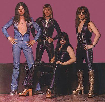 В этой группе солистом был ян гиллан (ian gillian), который потом перешел в deep purple.